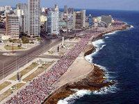 A massiva solidariedade internacional da Cuba