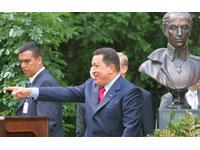 A visita de Hugo Chavez à Rússia desencadeia onda de críticas no Ocidente