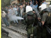 Polícia de choque invade a Acrópole e ataca trabalhadores dos estaleiros navais