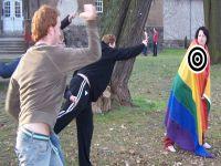 Serra falta com a verdade em relação lei contra a homofobia