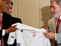 Lula está preocupado com a venda dos bons jogadores brasileiros para times