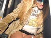 Britney Spears anda sem calcinha