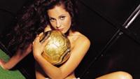 Ana Paula Oliveira  após sucesso na Playboy deixa os gramados