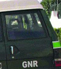 Homem  barricado na casa feriu dois GNR em Mafra