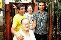 Brasileiro adotado na França reencontra mãe no RS