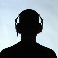 MP3 players produz tanto barulho quanto um avião voando