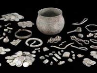 Tesouro viking  de século IX achado  com a ajuda de detector de metal