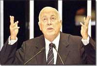 Senador Antônio Carlos Magalhães sofre parada cardíaca, mas é reanimado