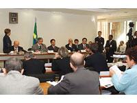 Governistas e oposicionistas fecham acordo para dar uma sobrevida aos trabalhos da CPI