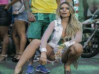 Fernanda Lacerda vai até o chão em novo vídeo clipe de MC Fabinho. 29097.jpeg