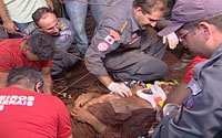 Resgatado senhor preso em poço