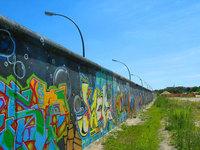 Vinte Anos da Queda do Muro de Berlim: Incentivando os jovens para dias ensolarados e verdes no Pós-Guerra Fria