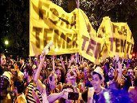 Folia e política: Banda agita multidão com 'Fora Temer' e pode ser expulsa do Carnaval. 26110.jpeg