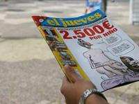 Polícia retira o número  do jornal  com caricatura do Príncipe Felipe