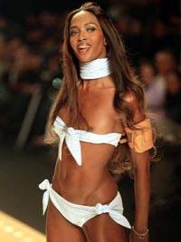 Naomi Campbell condenada a fazer faxina