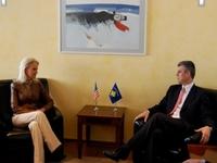Cindy McCain visita Kosovo sérvio