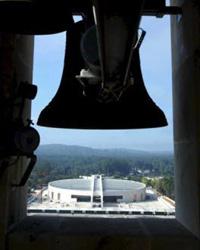 Abre-se  hoje em Portugal  a Igreja da Santíssima Trindade