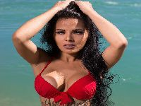 Após infância pobre, Jeicy Rocha fatura quase 30 mil reais como modelo na Suíça. 25147.jpeg