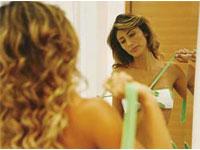 Ex-modelo e empresária Luiza Brunet posa completamente nua