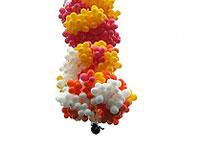 Padre voa preso a balões de festa cheios de gás hélio e desaparece
