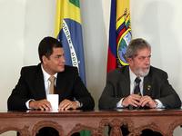 Rafael Correa: Uribe tem vínculos a paramilitares