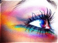 Maquiagem pesada agride olhos