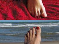 O pé na foto da capa da Playboy não agrada  Carol Castro