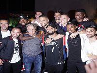 Jogadores rubro-negros comemoram Brasileiro e Libertadores com festa. 32191.jpeg