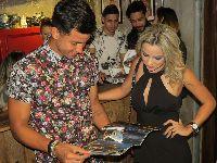 Jogador Renan Ribeiro do SPFC prestigia lançamento de roupas, acompanhado da esposa Rayane. 25197.jpeg
