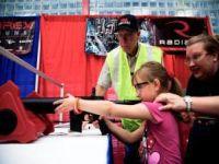 Feira da bala: lobby pró-armas nos EUA junta Sarah Palin e pistola para crianças. 18220.jpeg