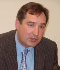 Rogozin é um boxeador que vai  pelear com Nato