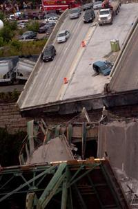 Sete mortos e 60 feridas na queda de uma ponte em Minneapolis