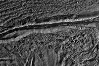 Sonda Cassini começa a transmitir informações sobre a lua  de Saturno