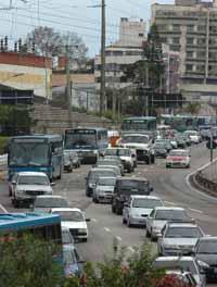 Lentidão do trânsito em São Paulo atingiu 144 km de extensão
