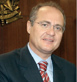 Renan pede a suspensão da sessão plenária em memória do senador