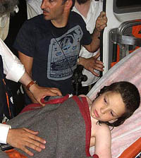 Menino de 8 anos esquecido pelo pai passou 6 horas no mar a noite