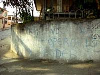 Desaba muro e causa a morte de três crianças na favela