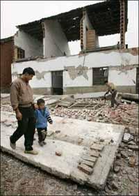 Sismo na China : Cinco crianças mortas, centenas pessoas feridas