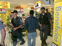 Assaltantes invadiram o mercado e fugiram antes da Polícia Militar chegar