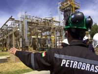No Brasil, empresa de senador é acusada de fraudar licitação de R$ 300 milhões na Petrobrás. 15357.jpeg