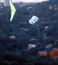 Falha do instrutor no vôo duplo de asa-delta  levou ao aciente no Rio (foto)