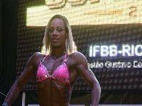 Ex-viciada em drogas, Janaina Lomeu fatura campeonato de fisiculturismo. 24363.jpeg