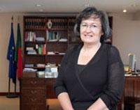 Ministra da Educação defende mais autoridade nas escolas