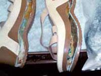 Quatro pares de sandálias com peso bruto de 6,880 kg de cocaína