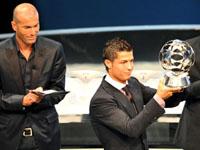 """Cristiano Ronaldo é o terceiro português a receber """"Bola de Ouro"""""""
