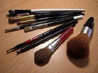 Maquiagem adulterada é um perigo. 27391.jpeg