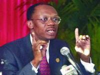 ´Um passo de cada vez´: Uma entrevista com Jean-Bertrand Aristide