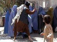 Corpo de uma vítima quase morta por estupro arrastado a cavalo em  província afegã. 26400.jpeg