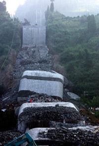 Desabamento de uma ponte na China mata 28 pessoas