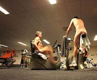 Nudistas praticam esportes na Holanda (foto)